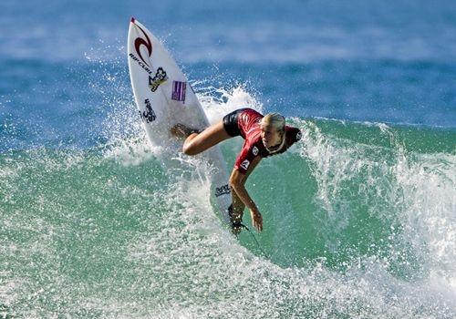 Bethany Hamilton surf un solo braccio