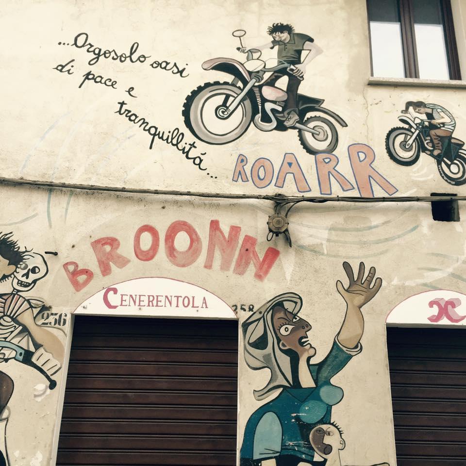 Murales Orgosolo Storia.Orgosolo I Murales Che Raccontano Dailygreen