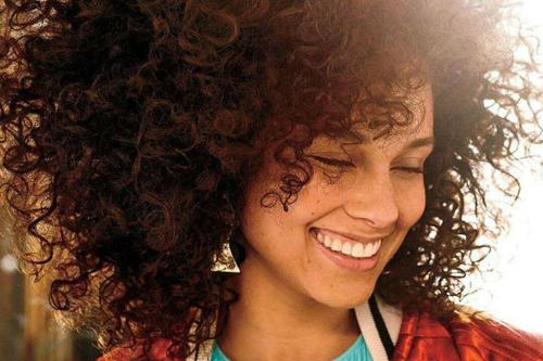 alicia keys insignita da Amnesty international
