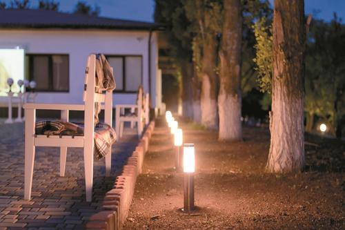 Come illuminare il giardino dailygreen - Illuminare il giardino ...