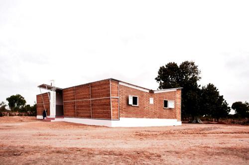 H2OS è un progetto di eco-villaggio in Africa. Contro desertificazione, abbandono, emigrazione