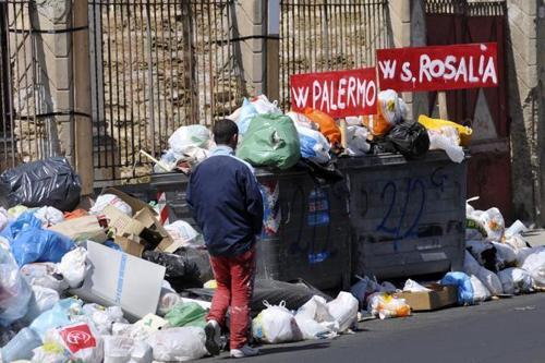 Sicilia, la raccolta differenziata non si fa