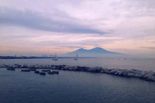 La città di Napoli punta a difendere il suo mare aderendo alla campagna #EmergenSea lanciata dall'associazione Marevivo