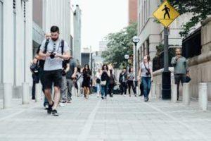 Percorsi a piedi, la classifica Holidu per le città ideali per camminare