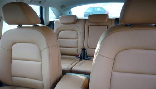 Come pulire i sedili di un'auto - La tua auto