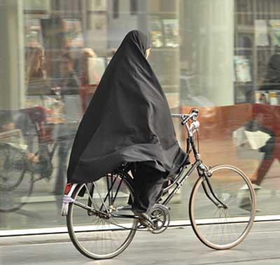 arabia saudita, donne in bici